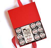 Подарок парню в День Влюбленных. Шоколадный набор конфет с комплиментами