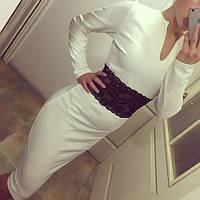 Платье с гипюровой вставкой на поясе
