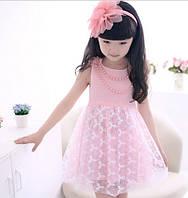 Детское розовое платье с бусами
