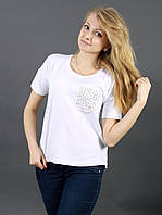 Модная белая женская футболка