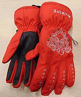 Перчатки фирмы Viking 113/12/8081 красного цвета.
