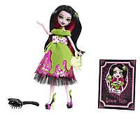 Кукла Monster High Draculaura Snow Bite из серии Scary Tales