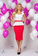 Платье 892 с молочным верхом и зауженной красной юбкой приталенное миди с баской