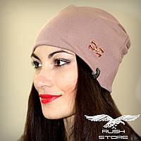 Женская шапка цвета капучино с украшением