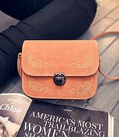 Мини сумка-сундучок с узорами.