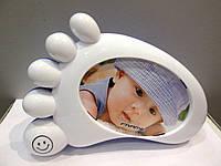 Подарок к рождению мальчика - Фоторамка Ножка малыша с копилкой