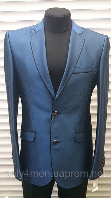 Синий классический женский костюм