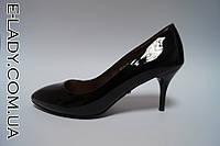 Черные лаковые туфли лодочки на маленькой шпильке