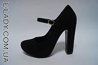Черные замшевые туфли на устойчивом каблучке
