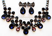 Комплект украшений колье и серьги под серебро с разноцветными камнями. Серьги с синими камнями