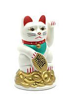 Кошка Манэки-нэко машущая лапой