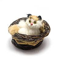 Сувенир Кошка в лукошке (мяукает)