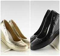 Золотые и черные туфли на удобной танкетке
