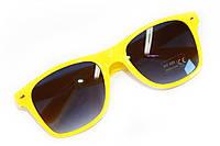 Яркие модные солнцезащитные очки