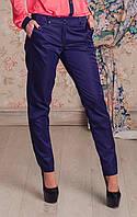 Стильные женские брюки в модном цвете с карманами спереди