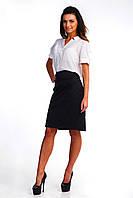 Классическая юбка-карандаш декорирована нарядными строчками