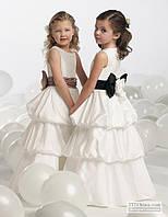 Нарядное платье детское из стрейч-атласа