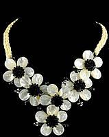 Ожерелье Цветы из камня перламутр
