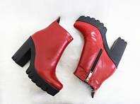 Ботинки красные кожаные женские на меху на высоком каблуке