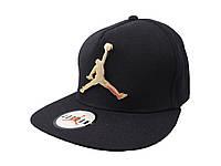 Черная кепка с металлическим логотипом Jordan