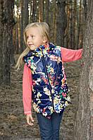 Детская демисезонная утепленная жилетка для девочки с принтом