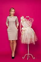 Классическое платье футляр приталенное с украшением на горловине
