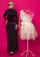 Женское платье-чулок баклажанного цвета с длинным рукавом.