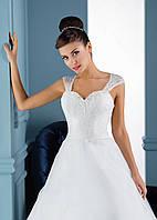 Безупречное свадебное платье с красивой, как колокол, юбкой и совершенным вырезом на спинке