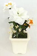 Декоративная композиция из искусственных цветов в горшке