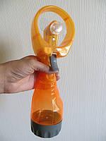 Мини ручной вентилятор на батарейках с пульверизатором для распыления воды