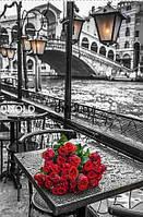 """Алмазная вышивка """"Серый город и красные розы"""""""