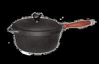 Кастрюля  чугунная  с деревнной ручкой, (сотейник) с чугунной крышкой-сковородой. Объем 2,0 литра.