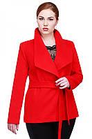 Эффектное короткое пальто из кашемира с отложным воротником на весну модных расцветок
