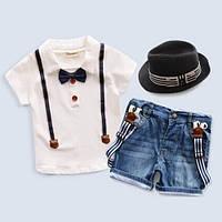 Джинсовые шорты с подтяжками и футболка для мальчика