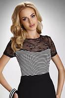Женская блуза в полоску с коротким рукавом, украшена гипюром. Модель Zelda Eldar, весна-лето 2016