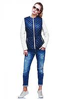 Молодежная куртка со светлыми рукавами