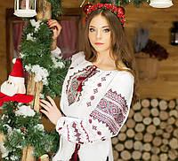 Красивая женская рубашка с модным орнаментом