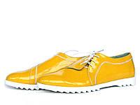 Туфли с боковой шнуровкой из ярко-желтой лаковой кожи