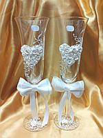 """Свадебные бокалы """"Сердце с бантом"""" белое."""