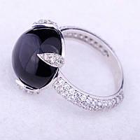 Женское кольцо с ониксом и фианитами (родий)