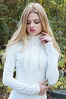 Трикотажная блуза с высокой стойкой и рюшами