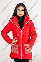 Женская весенняя куртка красного цвета с капюшоном