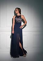 Грациозное вечернее платье с воздушной юбкой и изобильным вырезом на спине