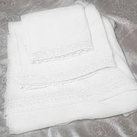 Набор белых махровых полотенец с кружевом Изольда от Guddini  034