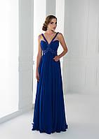 Несравненное вечернее платье с фигурными шлеями, элегантно перекрещиваясь на груди, украшено бусинами