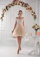 Прекрасное вечернее платье в стиле Беби-долл с ажурной аппликацией на лифе и превосходным декольте на спинке