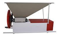 Ручная дробилка с гребнеотделителем, бункер нерж. Сталь 900*500 мм, вал 96 мм, емк. 25 кг, Италия