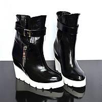 Ботинки женские кожаные зимние на белой платформе, фото 1