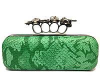 Женская сумка клатч вечерний 62 под рептилию с кастетом зеленого цвета