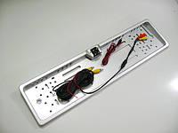Камера заднего вида в рамке номерного знака с белой светодиодной подсветкой, с разметкой зоны парковки